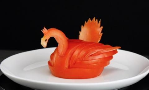 Escultura de comida: tomates artísticos