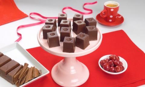 Como fazer bombons de cereja e balas de chocolate com avelãs