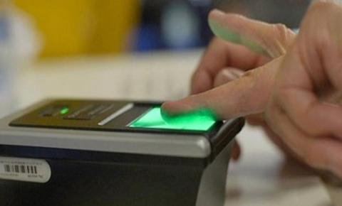 TSE permite que eleitores registrem suas digitais via smartphone