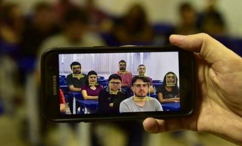 Professores brasileiros realizam chamada por reconhecimento facial