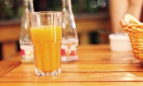 Pesquisas apontam que consumo diário de suco de laranja ajuda a fortalecer organismo das crianças