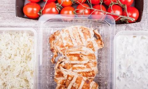 Levar marmita ou comer por quilo? Veja a melhor decisão para cada caso