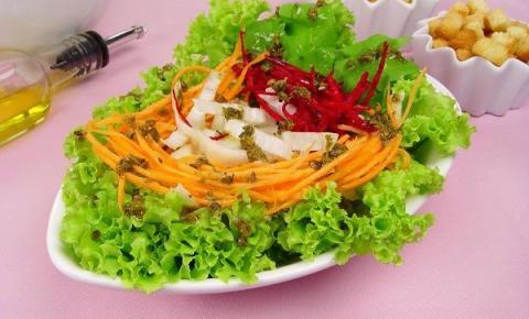 Salada colorida crocante