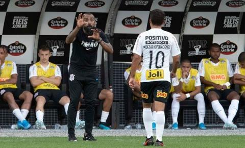 Após derrota, Dyego Coelho lamenta a partida, mas destaca vaga na Libertadores