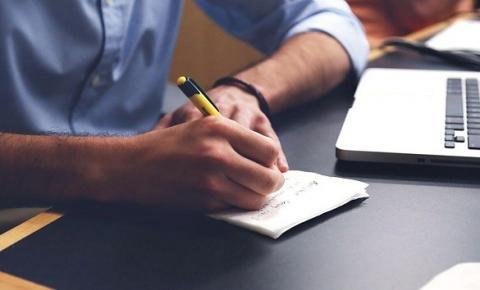 Como organizar as finanças pessoais para entrar no próximo ano com as contas em dia