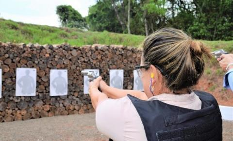 Diretores de presídios recebem treinamento para manuseio de armas