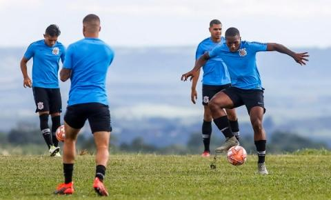 Timãozinho faz último treino antes do segundo jogo na Copinha