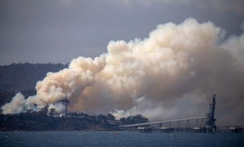 Austrália: três pessoas morrem em queda de avião que combatia incêndio
