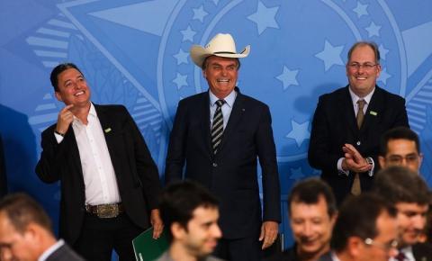 Bolsonaro recebe cantores sertanejos e promotores de eventos