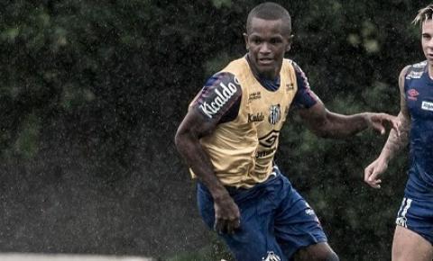 Quinto jogador mais jovem a estrear pelo Santos FC, Renyer torce por sequência com Jesualdo