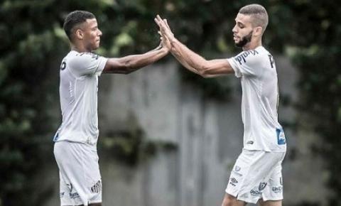 Sob olhar de Jesualdo, Santos FC vence equipe B por 4 a 1 no CT Rei Pelé