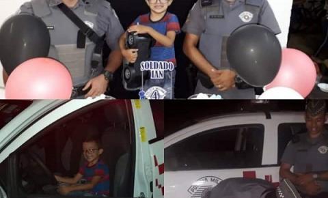 Pequeno Iam faz 4 aninhos e celebra sua festa de aniversário com os Policiais Militares