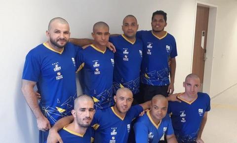 Atletas raspam cabeça em solidariedade a parceiro com câncer