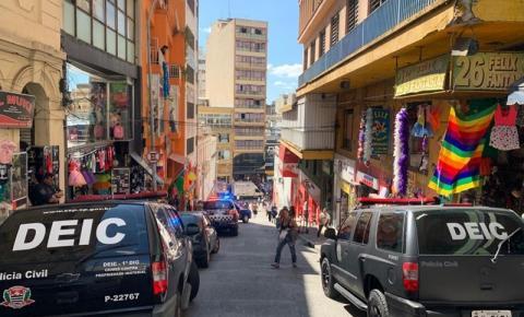 Polícia Civil apreende 3,5 toneladas de produtos falsos no centro da capital