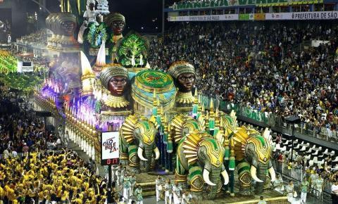 Passarela do Samba em São Paulo recebe sete escolas na primeira noite