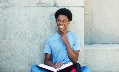 Novo projeto de lei prevê permanência da emissão da carteira estudantil digital