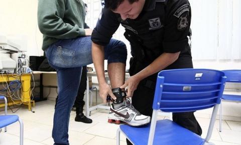 Uso de tornozeleira eletrônica em agressores de mulheres aumenta 65%