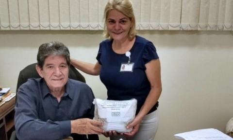Diretor de Calçados Klin doa máscaras reutilizáveis à Santa Casa de Araçatuba