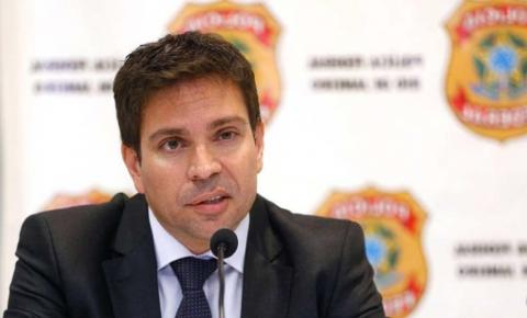 "Novo diretor da PF chama Sergio Moro de ""ex-ministro banana"""