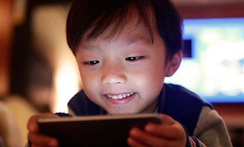 Como reduzir o uso de telas pelas crianças na quarentena?