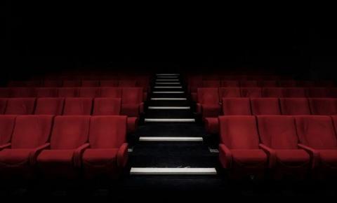 Estudo indica que 70% das pessoas preferem ver filmes em casa