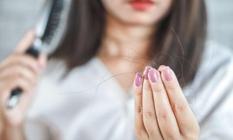 Coronavírus: por que seu cabelo está caindo durante a quarentena