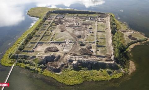 Arqueólogos desvendam mistério sobre estranhas ruínas em ilha da Sibéria
