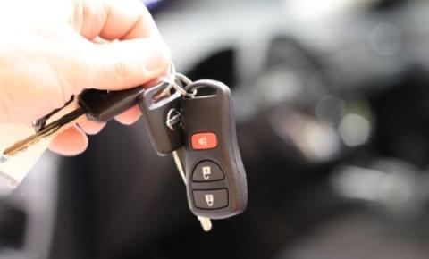 Será que vale a pena comprar um carro usado para economizar durante a crise?