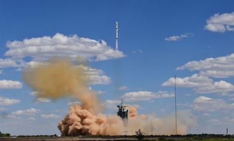 SpaceX transmite hoje ao vivo lançamento de 58 satélites ao espaço