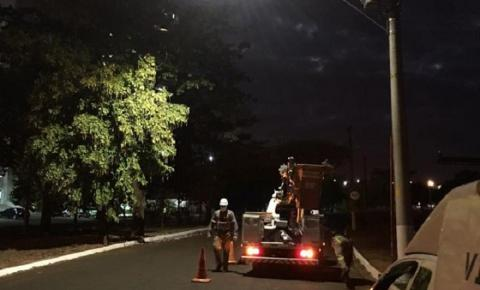 Secretaria Municipal de Obras e Serviços Públicos inicia colocação de lâmpadas na Pompeu de Toledo