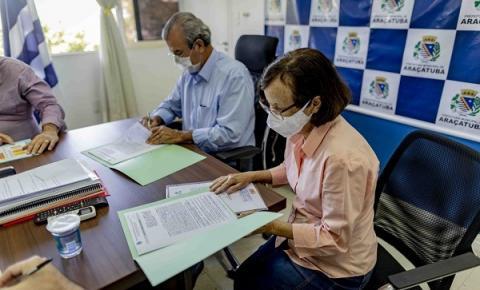 POMPEU: Prefeitura assina contrato para obras de canalização