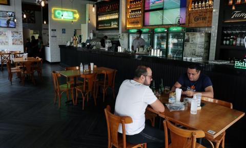 São Paulo interdita 75 bares nos primeiros dias de abertura noturna