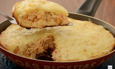 Torta de frango na frigideira para um jantar rápido e saboroso