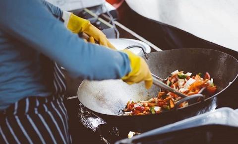 3 canais com lives gastronômicas para quem gosta de cozinhar