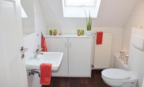 Confira a melhor maneira para organizar o gabinete do seu banheiro