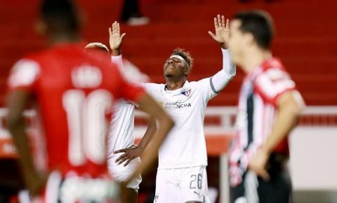 São Paulo perde para LDU e se complica na Libertadores