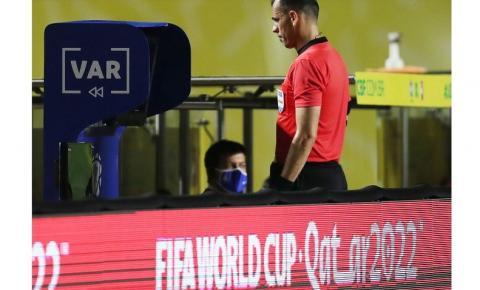 Fifa pede visual melhor no VAR para ajudar árbitros com impedimentos