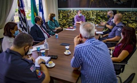 Prefeitura, promotoria e PM discutem ações contra aglomerações