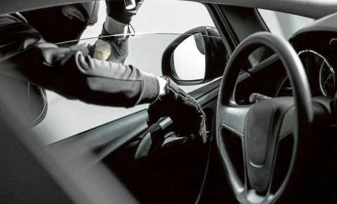 Homem deixa celular no interior do carro e tem o mesmo furtado no bairro das Bandeiras