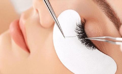 Beleza e Bem Estar: alongamento de cílios realça o olhar e viram febre nas clínicas de estética