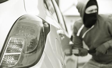 Comerciante tem pertences subtraídos do interior de seu carro no bairro Planalto