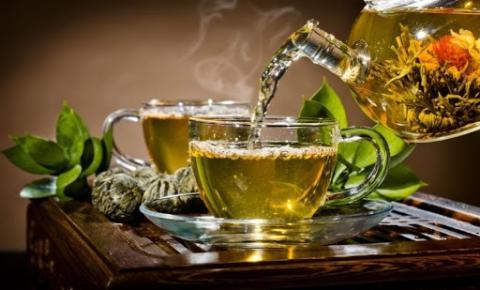 De que forma os chás podem contribuir para a saúde da mulher?