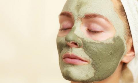 Argila Verde: Veja 5 benefícios do ativo para a pele oleosa