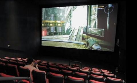 Sem clientes e filmes na pandemia, cinemas alugam telões para gamers