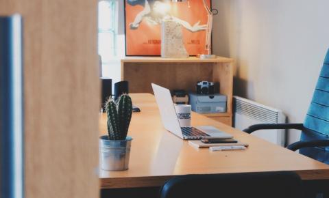 Escritório pequeno: saiba otimizar seu espaço