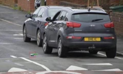 Reino Unido vai usar inteligência artificial para punir motoristas que jogarem lixo no chão