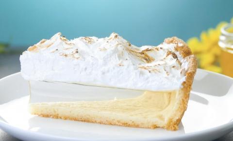 Torta de limão transparente com merengue