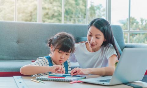 Aplicativo gratuito traz atividades que complementam ensino da alfabetização