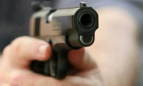 Homem é vítima de assalto, no bairro Vila Industrial; Bandidos roubaram mais de R$ 2 mil em espécie