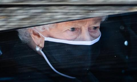 Rainha Elizabeth II quebra protocolo de 160 anos após morte de Philip
